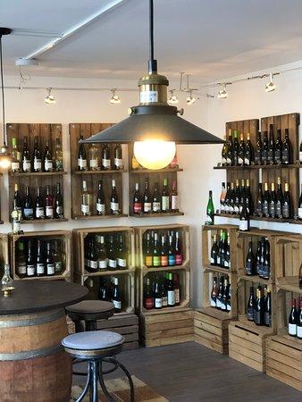 Große Auswahl regionaler und internationale Weine. Vinothek & Weinhandel.