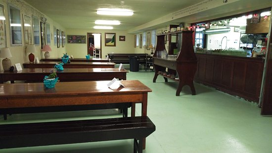 Beulah, CO: The cafeteria style dining area....such great food!!!