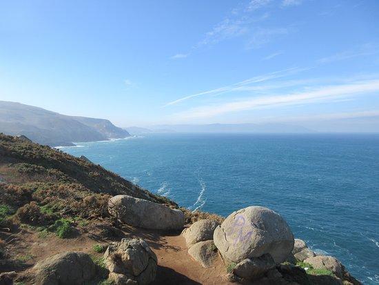 Mañón, España: The view west, toward Cape Ortegal, at Estaca de Bares