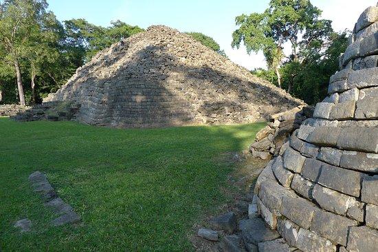 Toledo District, Belize: пирамиды Лубаантуна