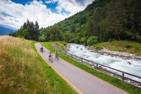 Commezzadura, إيطاليا: pista ciclabile della Val di Sole in Trentino
