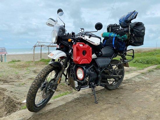 Provincia de Guayas, Ecuador: Himalayan BS4 with 5L extra fuel cans,