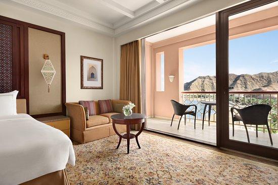 Courtyard Pre-Dinner Cocktails - Foto Shangri-La Al Husn Resort & Spa, Barr Al Jissah - Tripadvisor