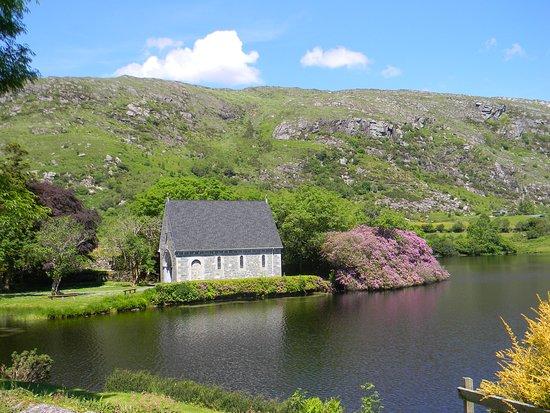 Ballingeary, Irlandia: Gougane Barra Oratory and Lakes