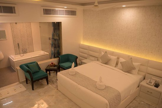 Elegantly appointed guest room