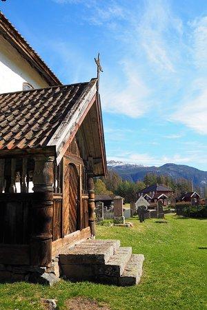 Kviteseid Municipality, Norwegen: Kviteseid gamle kyrkje er ei steinkyrkje bygd i romantisk stil – frå 1100-talet og er vigd til St. Olav.