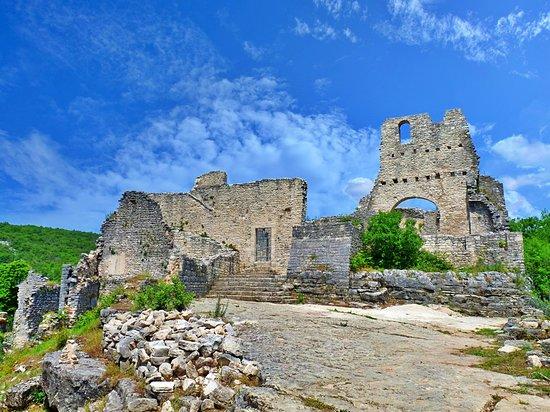 Kanfanar, Croatia: The ruins of the old town Dvigrad, Istria Croatia💕