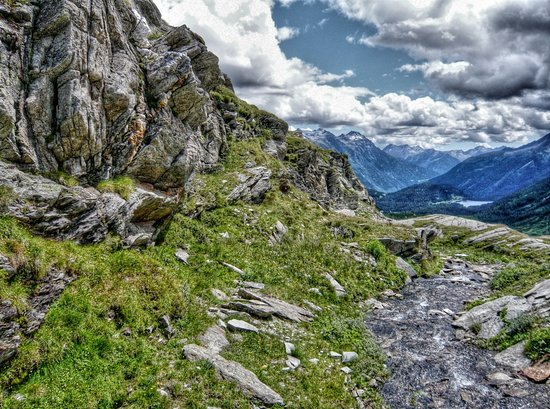 Swiss Alps, Thụy Sỹ: Mountain stream
