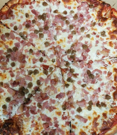 Norwich, Canada: Meat lovers pizza