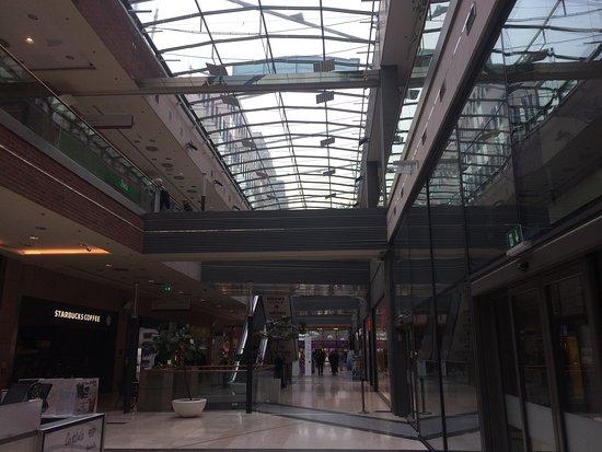 Corvin Plaza: Local mall