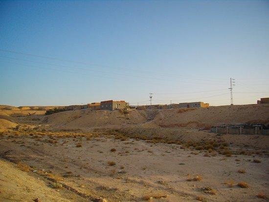 Shabikah, Tunisia: Посёлок в пустыне.