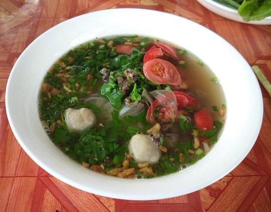 Paksan, Laos: 12 février 2020 / Excellent petit déjeuner en face du BK Guesthouse - Soupe délectable et santé !