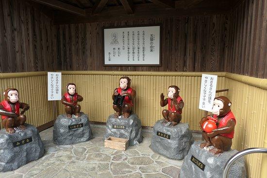 Atsumori Kubizuka: 五猿。頭をなでるそうです。