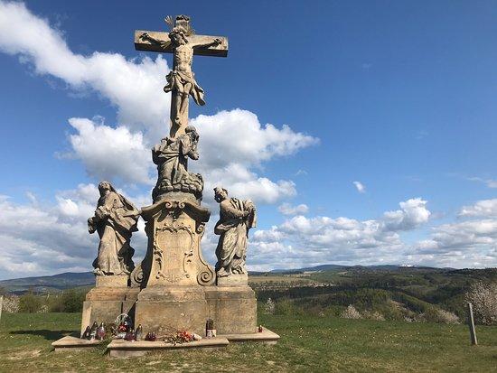 Křížová cesta na Křížový vrch v obci Ruda, která je součástí obce Tvrdkov