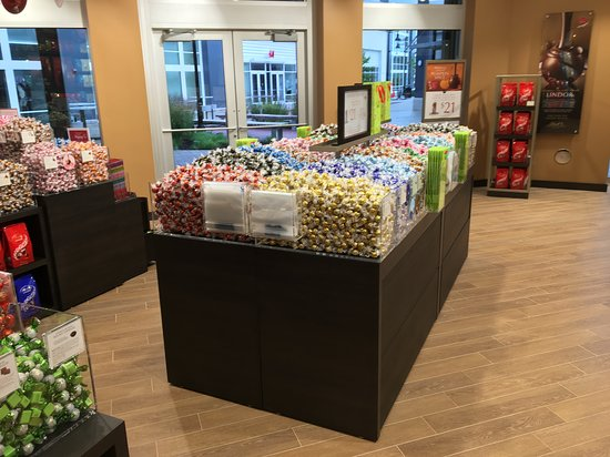 Lindt Chocolate Shop 的照片 - Byron Center照片 - Tripadvisor