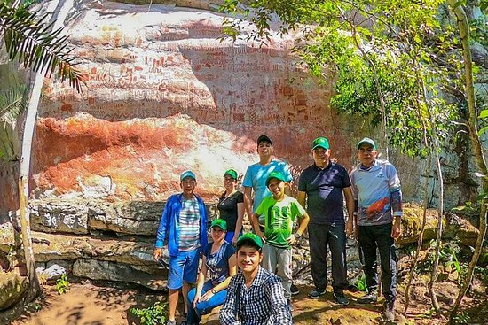 Fjellmalerier Cerro Azul, Grottehule og Mirador cerro Azul