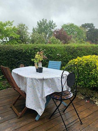 Surrey, UK: Dining al fresco