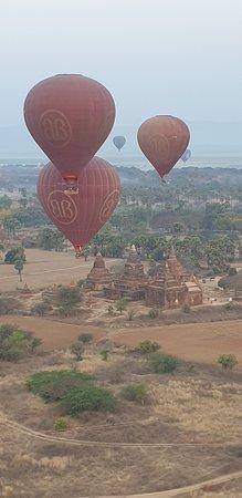 Balloons Over Bagan: Ballooning over Bagan