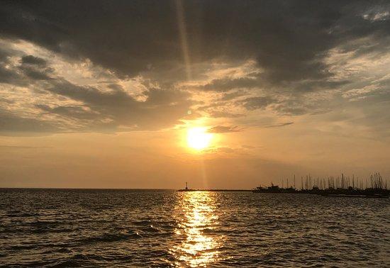 Καλαμαριά, Ελλάδα: a cloudy sunset over the marina