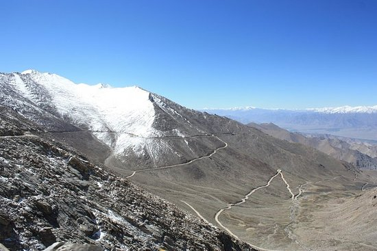 Leh to Nubra Valley with Overnight in Camp/ Guest-house