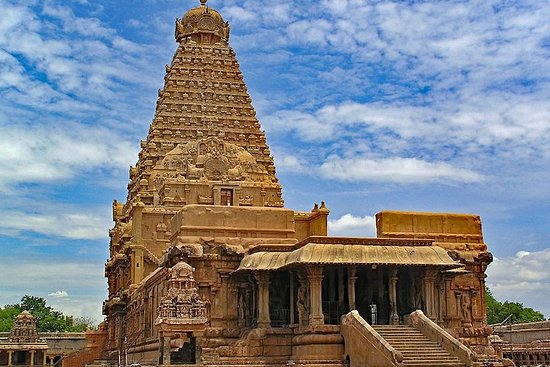 Private Full Day Tour Trichy to Thanjore and Velankanni