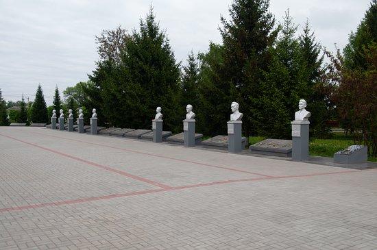 Kolpna, Rusia: Аллея героев