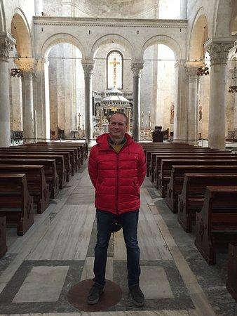 La Basilica di San Nicola praticamente vuoi nei giorni del Coronavirus