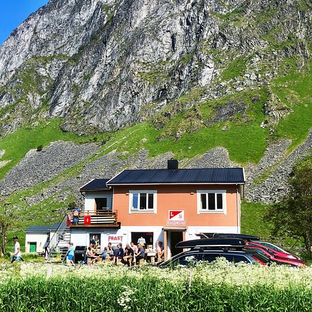 Vestvagoy, Norway: This is us! We surf, hang out, eat food and enjoy good vibes together with our guests!