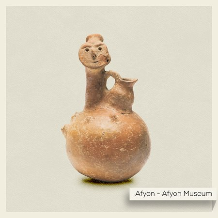Afyonkarahisar Province, Turki: This curious jug from the Early Bronze Age is a unique ceremonial vessel due to the hand-crafted human head featured prominently at the top with eyebrows, eyes, a nose, and even a mouth. What do you think it symbolized in ancient times?  #Turkey #AfyonMuseum #MuseumFromHome