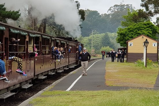 Day Tour of Yarra Valley Puffing Billy ...