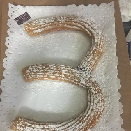 Olvídate de las aburridas tartas.... y sorprende a todos con el número de su cumpleaños relleno de Nutella, Dulce de Leche o Crema Pastelera......