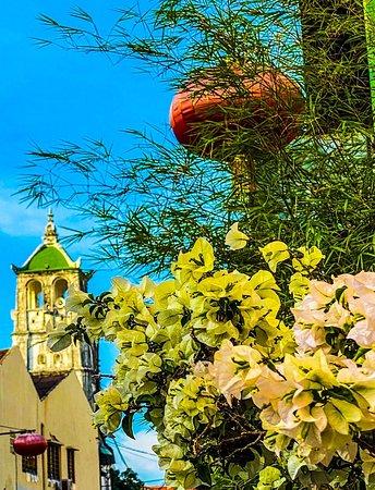 มาเลเซีย: Mosque 🕌 minaret in distance in Malacca