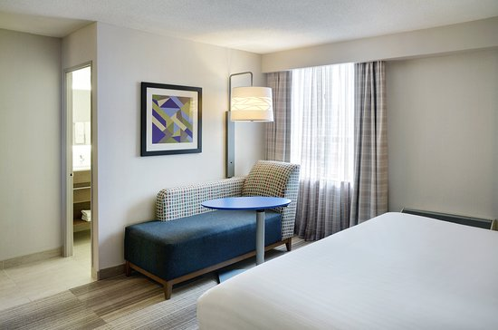 Holiday Inn Express Toronto Downtown: Guest room