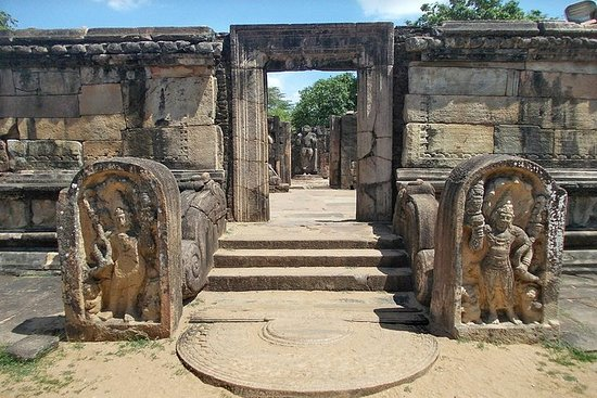Van Transfer from Colombo to Pasikudah - Visit Polonnaruwa en route