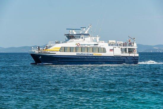 La Savina, Spagna: Aigües de Formentera navegando. Realiza el trayecto en 25 minutos