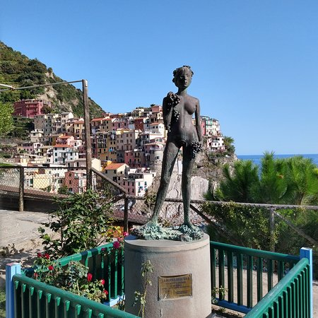 Borgo Storico di Manarola is the old town. From Bonfiglio point you can see the best views of this old town.