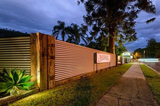 Brisbane Valley Rail Trail Motel