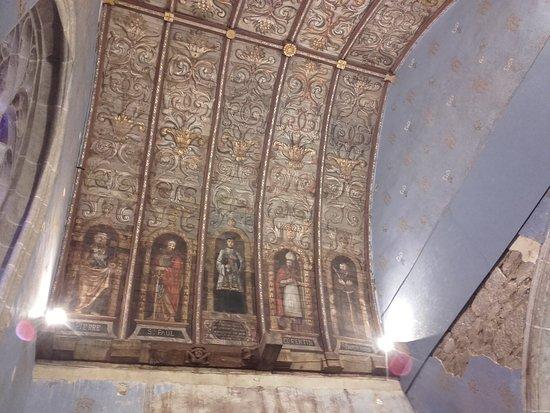 Le Quillio, Francie: intérieur de l église