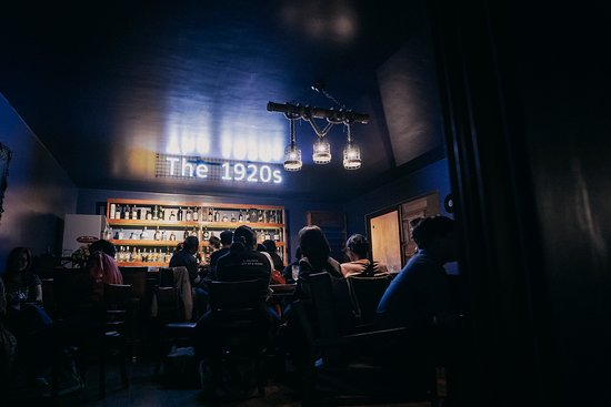 The 1920s Whiskey Bar