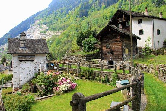 Graubünden, Schweiz: Val Calanca.      9 Maggio /May 2020