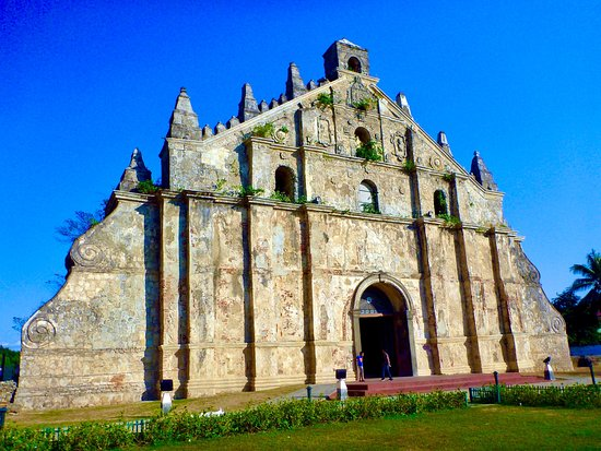 Paoay, الفلبين: St.Augustine Paoay Church in the tropical blue sky (World Heritage site)   2013