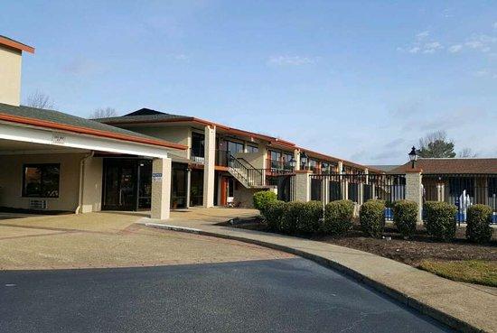Days Inn & Suites Williamsburg Colonial
