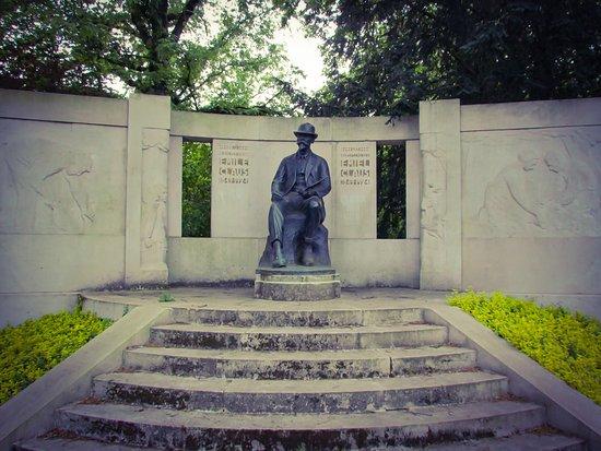 Bronze statue of Emile Claus