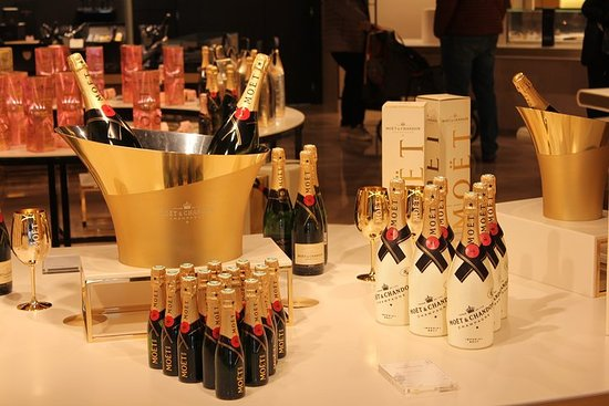 Champagne Moet & Hautvillers...