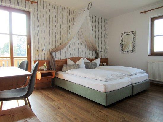 Rodelsee, Germany: Helle, geräumige Doppelzimmer
