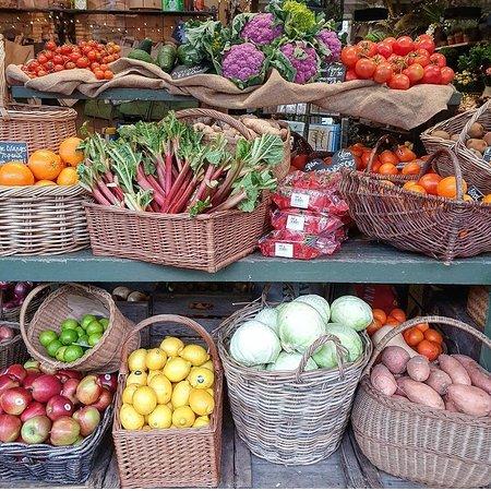 Mere, UK: Fruit & veg dept