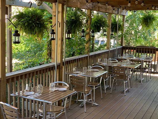 Conshohocken, Pensylwania: Outdoor Deck Dining