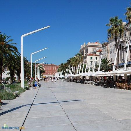 Condado de Split-Dalmácia, Croácia: Nyaralás