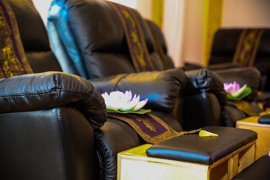 منطقة تل أبيب, إسرائيل: Foot massage sofas at Tim Thai Massage.