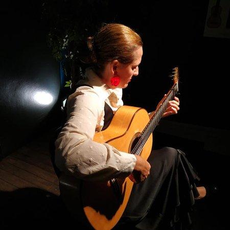 西莉亚莫拉莱斯传统吉他佛拉明哥表演